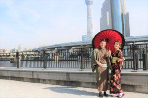 住在日本三年的美國男士和日本女友一起來淺草體驗傳統和服