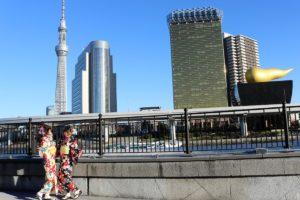 浅草、和服で散歩、素敵です。