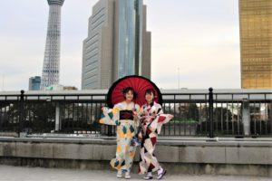 可愛らしい双子コーデ、仲良く浅草散歩!