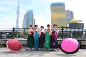 女子5人、かわいい袴で女子会