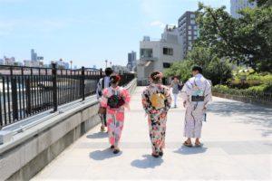 恥ずかしがり屋の日本人グループ