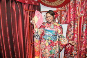 Indonesia's famous singer ROASS visits Hanaka.