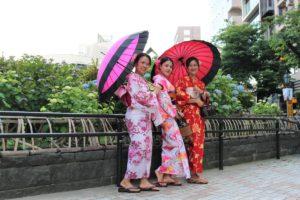 タイから素敵な浴衣美人3人、写真もバッチリ!