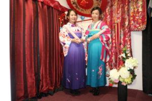 來自來灣的兩位女性一起體驗了袴套裝,很俏麗呢!很適合年輕的女士哦~