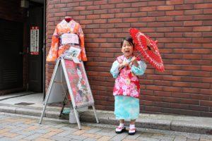 來自台灣的可愛小妹妹,體驗自己選和服,非常可愛呢!
