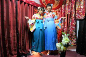來自台灣,兩位感情很好的姊妹很有默契地選了同色系的袴!