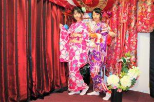 台灣的兩位好友,一同穿著俏麗的簡便振袖,很可愛呢!