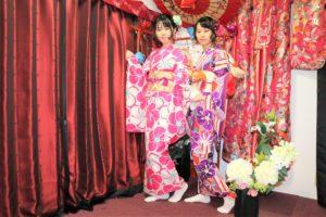 來自台灣的姊妹一同體驗了簡便振袖,真適合!