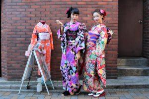 台灣來的朋友一起穿華麗的和服呢!