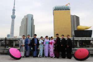 來自台灣來的朋友穿上傳統高級的和服,都非常適合呢!