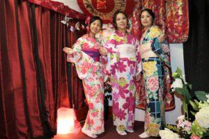 台湾 家族 艶やかな浴衣