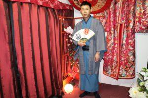 住日本的朋友特別帶他來體驗傳統和服~