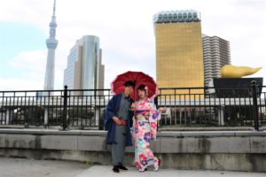 台灣來的客人,穿著艷麗得傳統振袖