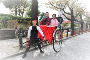 穿和服一起搭人力車的台灣客人