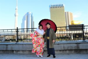 豪華な振袖 紳士の着物 台湾 男女2人
