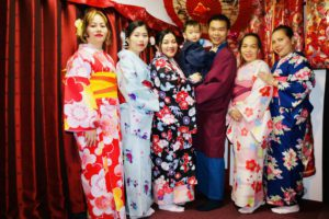 來自美國的家族,各位都穿上了合襯的和服呢!