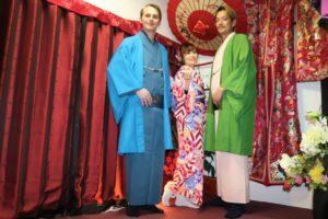 USA在住のお客様、USAのお友達とご一緒に着物で散歩、Kimono experience for the first time!!