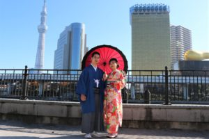 穿上日本傳統胯和振袖紀念結婚