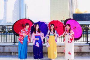 袴女性4名