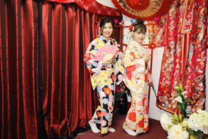 Beautiful ladies from Vietnam, aren't they fantastic in Kimono?