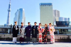 来自海外的客人。 和好朋友家人一起来日本体验和服。 大家都选择了比较传统的和服,也在店内和隅田公園拍了纪念照片,背影也很可爱的。今天天气很好很适合外出逛一逛。可以去浅草寺抽签许愿,在仲見世大道边逛边吃,希望大家都有开开心心的体验浅草文化。