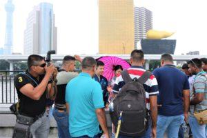 旅行客に囲まれる、台湾