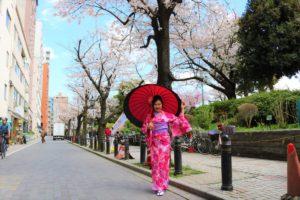 來自香港的藝人二度回訪本店,真的非常謝謝您的支持!鮮豔的粉色和服很適合您呢!