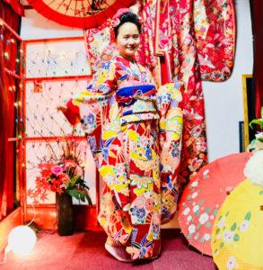 艶やかな #本振袖 をお選び頂きました👘✨ 豪華でとてもお似合いで!! #伝統的 な #和服体験 ありがとうございます😊