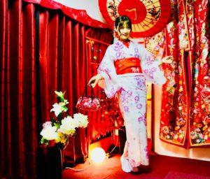 海外客人穿上日式傳統服飾到淺草散步囉!