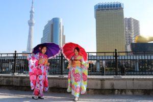 中國來的小美女一起體驗振袖,不誇張!!超多人找她們一起合照呢!!
