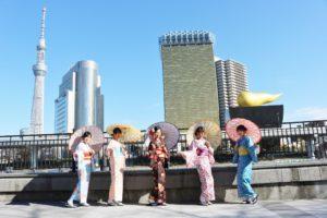 女子会でご利用頂きました。皆様日本伝統柄をお選び頂きました。スカイツリーの前で和服コーデ👘❣️❣️❣️💄とてもお似合いで素敵に着こなしています😊😊👘  好朋友们一起来浅草体验和服了,穿着日本传统图案的花样非常漂亮。 以晴空塔为背景很上相,也拍了好多照片,十分漂亮哦。