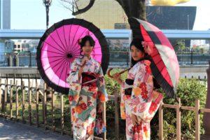 ミャンマー 女性二人 着物 浅草観光