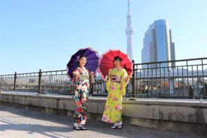 華やかなお着物で浅草散策、かわいいです。