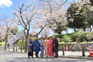 來自馬來西亞的六位好友一同體驗了和服哦!祝您在淺草擁有美好的時光~