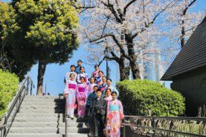 來自泰國的團體客人,總共有14位呢!一起穿上和服留念真是壯觀!