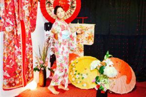 台湾からお越しのお客様です。ピンクの花🌸の浴衣をお選び頂きました。ありがとうございます👘 浅草観光楽しんで下さいね🎵