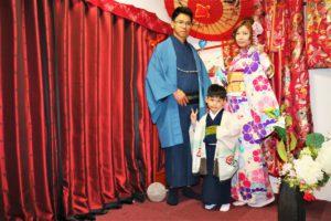 來自台灣的一家三口,穿著和服相當合襯,一起來日本旅行一定很開心吧!