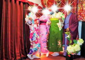 來自台灣的四位好友一同體驗了和服,其中一位女士穿著綠色的袴,很好看呢!