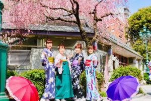 來自台灣的客人,感情非常好的一同來淺草逛逛,穿和服拍照為旅程留下美好回憶